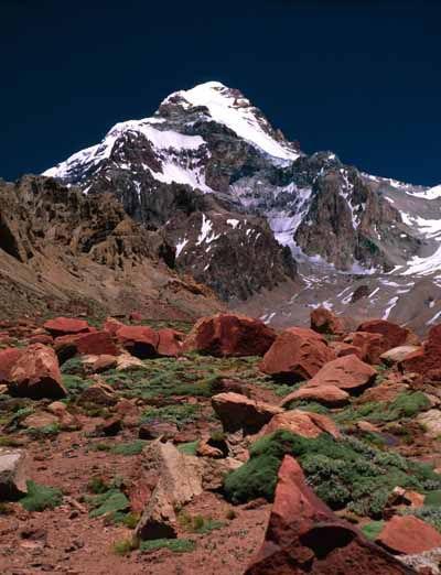 """Llamado el """"Techo de América"""", es el cerro más alto el continente americano. Ubicado en la provincia de Mendoza, su cima se eleva hasta los 6.959 metros sobre el nivel del mar."""
