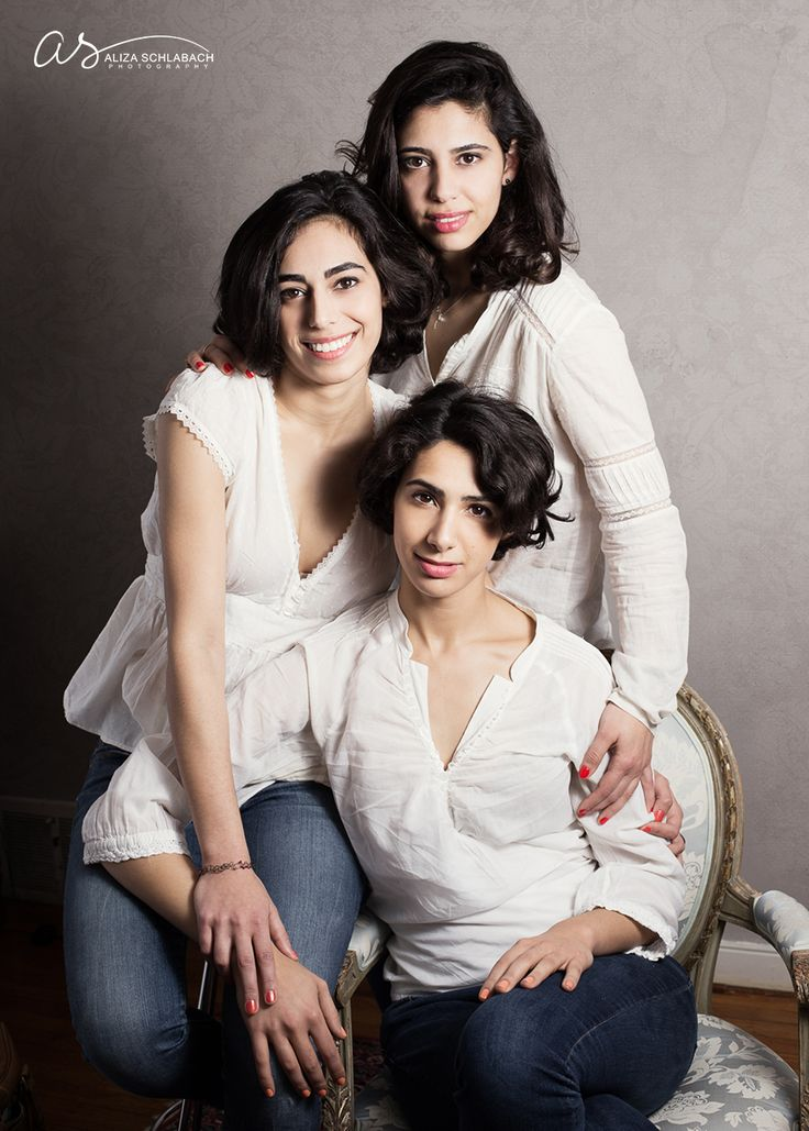 Formal portrait of 3 grown daughters   Copyright 2016 Aliza Schlabach Photography   Ardmore, PA   ByAliza.com