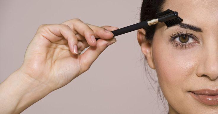 Como evitar a queda dos pelos da sobrancelha. A queda de cabelo geralmente é ligada à perda de cabelo no couro cabeludo. Entretanto, outros pelos do corpo também podem enfraquecer e cair dependendo de uma variedade de fatores, como problemas de saúde, efeitos colaterais de remédios e mudanças no ambiente e estilo de vida. Cuidar de suas sobrancelhas é importante para mantê-las cheias e ...