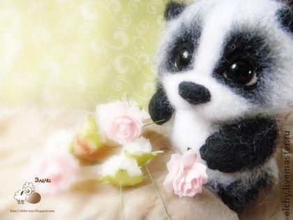 Speelgoeddieren, handgemaakt. Fair Masters - Handgemaakte Pandochka ontmoet roze hakken. Handgemaakt.