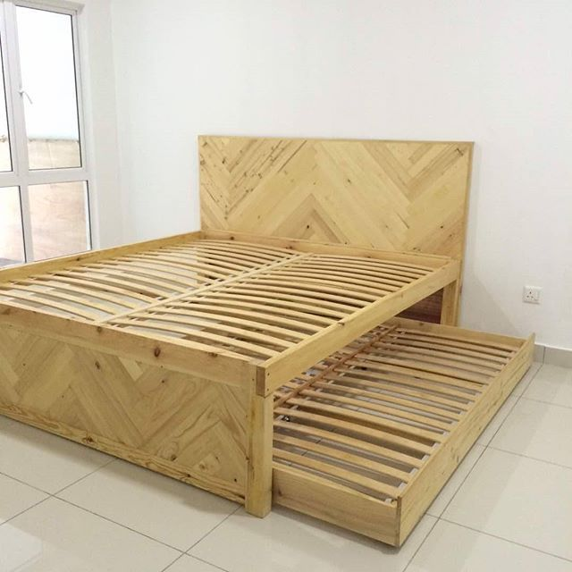 "Trundle bed (king size + queen size)  Dimension L80"" x W75"" x H24""  #woodartstudio#trundlebed#chevronpattern#customfurniture#industrialstyle#industrialdesign#industrialfurniture#woodart#woodshop#woodworking#interiordesign#architecture#decoration#construction#carpentry#tukangkayu#kerjakayu#perabot#lokalah#selangor#malaysia  Call/WA 0176176169"