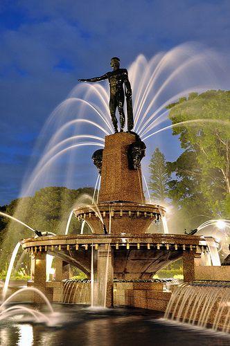 Archibald Fountain Hyde Park, Sydney portrait by Keith McInnes Photography, via Flickr