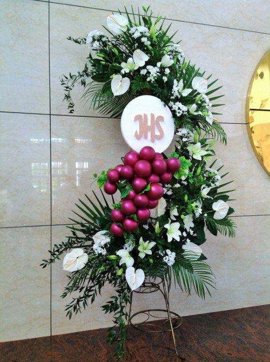 kompozycje na ołtarz - pierwsza komunia święta - anturium, lilie, margaretki