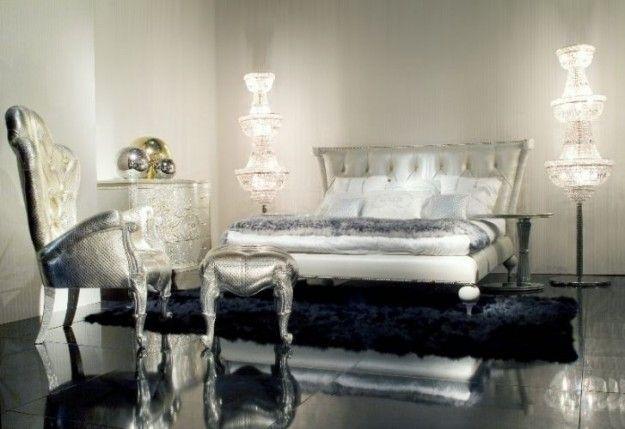 Vi piace lo stile barocco e volete scoprire come arredare casa con mobili e complementi chic e di gusto? Allora non dovete fare altro che sfogliare la nostra gallery e trovare tutti gli spunti esclusivi per rendere superlativa la vostra casa. Troverete idee per il soggiorno, la sala da pranzo e la cucina, senza dimenticare la zona notte, come quella che vedete qui accanto, decorata con dettagli argento e cristallo, per un finish moderno e raffinato. Cercate gli elementi giusti, sia classici…