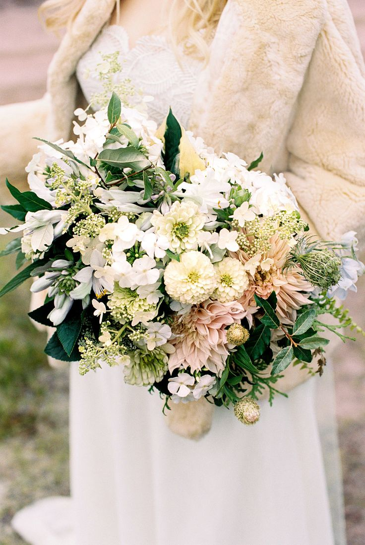 For her Michigan wedding, bride Adele trusted the team at Rock River Farm to not only arrange her bouquet, but to also grow the flowers used in it. The final mix includedzinnias, dahlia, phlox, and hydrangeas.