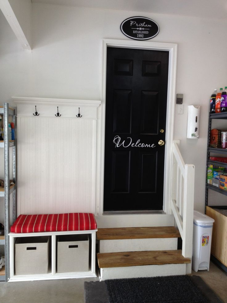 Roundup 6 inspiring impromptu garage mudrooms the doors for Garage mudroom