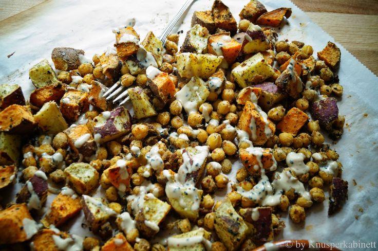 KNUSPERKABINETT: Mit Salzzitrone und Tahin gebackene Süsskartoffeln und Kichererbsen