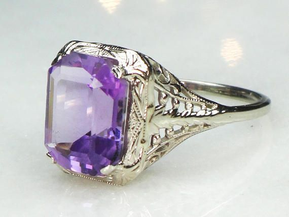 $220 --- Lovely Vintage 14k Gold Amethyst Ring Art Deco Filigree Ring Vintage Amethyst Ring White Gold and Purple Stone Ring