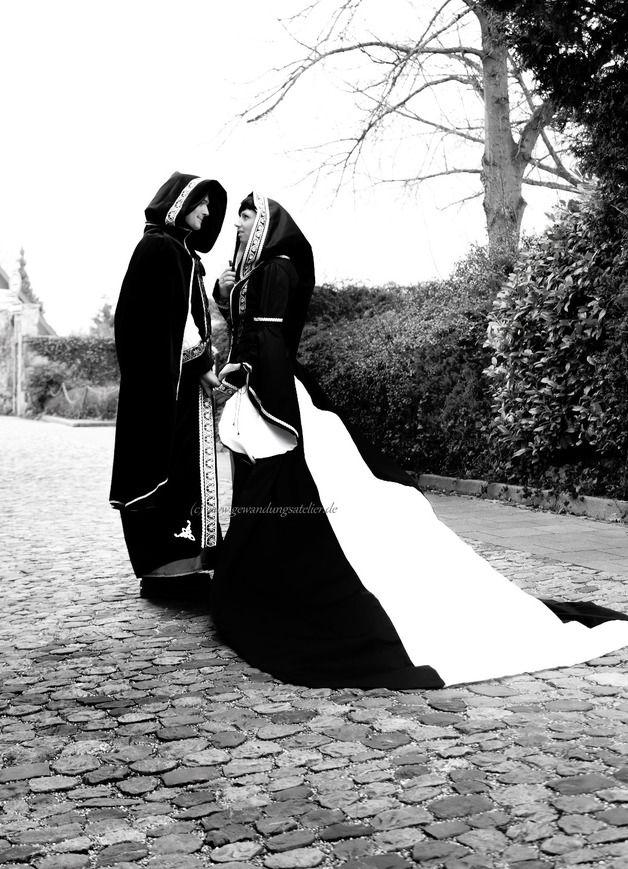 Gothic-Mode - Mittelalter*Gothic*Brautkleid*Hochzeit*Gewand* - ein Designerstück von gewandungsatelier bei DaWanda