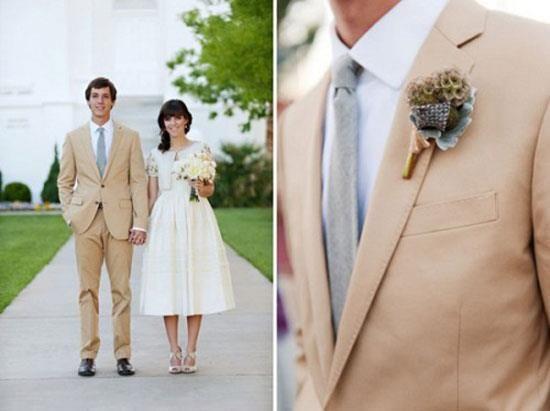 Оригинальные светлые костюмы для жениха