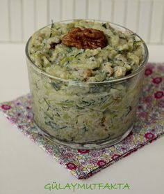 gülay mutfakta: Yoğurtlu Cevizli Kabak Salatası