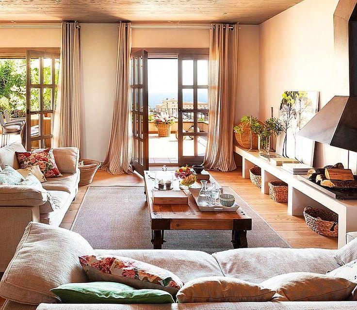 Casa mică pe teren în pantă, ingenios organizată și frumos decorată