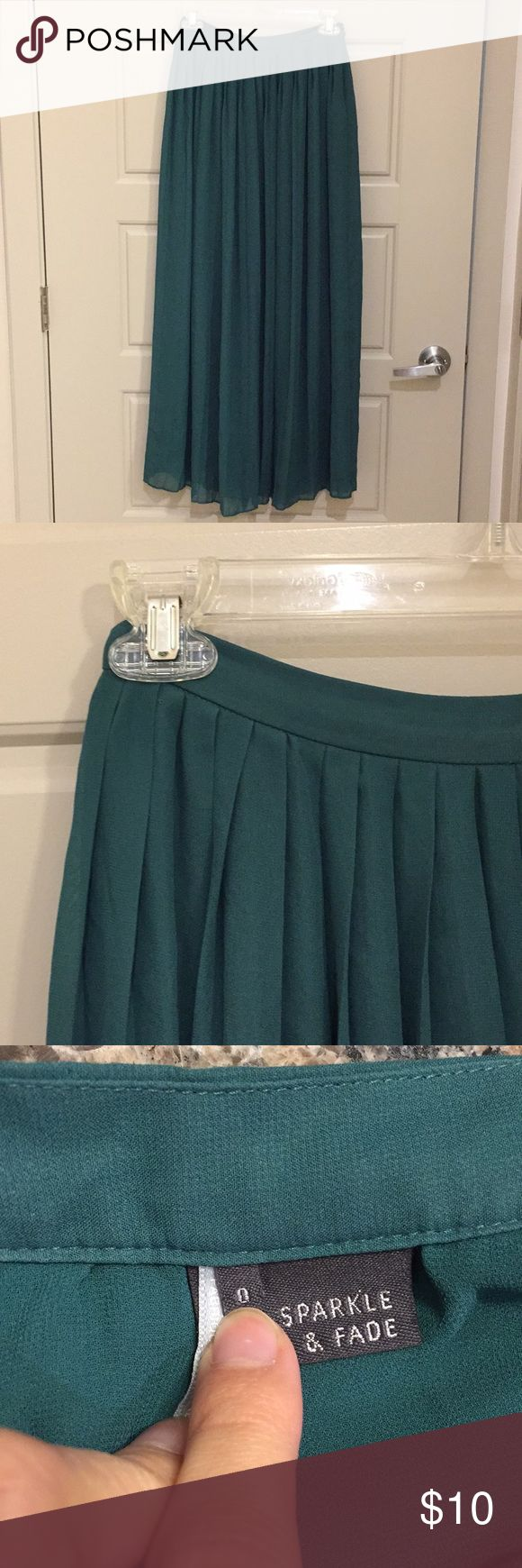 Sparkle & Fade pleated chiffon maxi skirt Beautiful emerald green maxi skirt featuring an accordion design. Multi-layered with side zip closure. Send an offer or bundle for a private discount. Sparkle & Fade Skirts Maxi