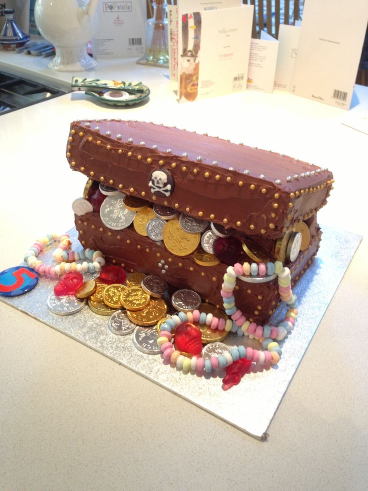 Treasure chest birthday cake for Max (5)