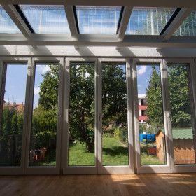 Zimní zahrada s pochozí skleněnou střechou