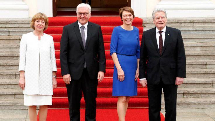 Die ehemalige First Lady Daniela Schadt, Bundespräsident Frank-Walter Steinmeier, seine Frau Elke Büdenbender und Joachim Gauck