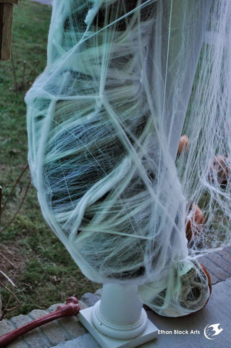 Best 20+ Giant spider ideas on Pinterest | Diy blacklight party ...