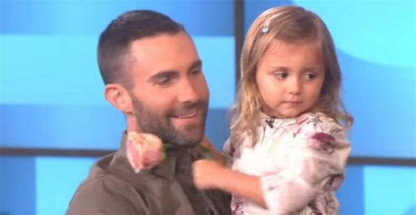 18 de outubro de 2015: Adam Levine conhece menina que queria casar-se com ele (DN) Com: Ellen DeGeneres e Adam Levine