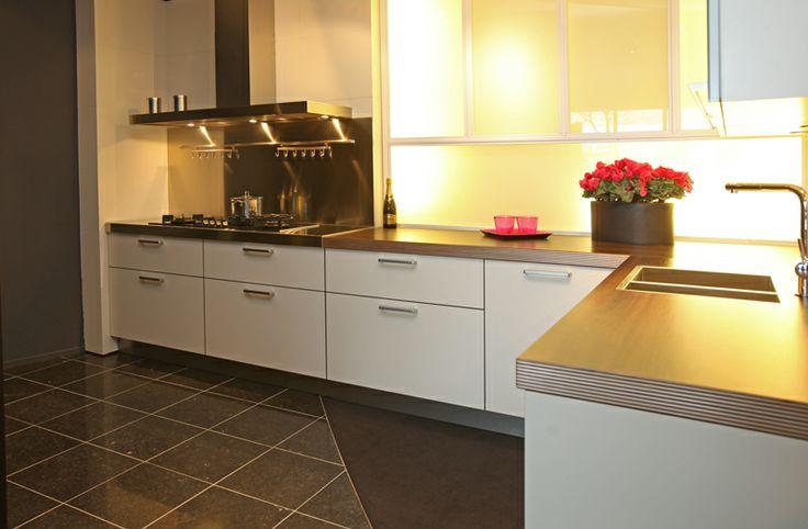 Moderne hoekkeuken bij van wanrooij in tiel - Moderne keuken deco keuken ...