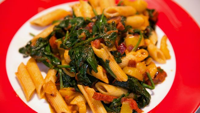 Chorizo-pasta met tomatensaus - recept | 24Kitchen