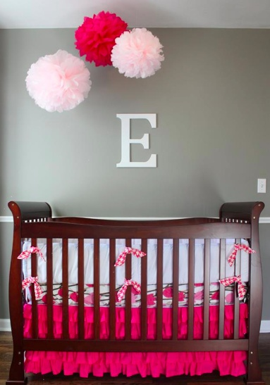 """ Totally going to try this for our someday nursery :-)""    Tissue paper pom poms as nursery decoration. Tissue paper pom pom mobile."
