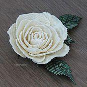 Купить или заказать Брошь цветок из бисера Желтая Роза (0393) в интернет-магазине на Ярмарке Мастеров. Брошь в виде цветка розы желтого цвета, выполнена из японского бисера Toho и Miyuki. В центре кристалл Сваровски, на изнанке натуральная кожа светлого нейтрального цвета. Размер броши - 9 см по листьям, 5,5 см диаметр цветка. Доставка почтой бесплатно.