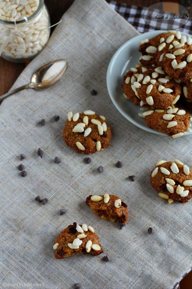 biscotti integrali al riso soffiato e gocce di cioccolato