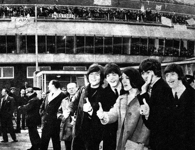UN DIA EN LA VIDA DE LOS BEATLES: Los Beatles en la revista Rincón Juvenil.
