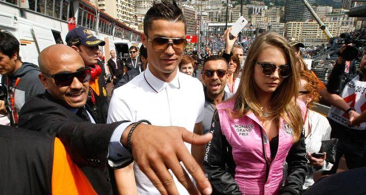 Nos boxes da McLaren, Cara Delevingne e Cristiano Ronaldo foram assediados por fãs e fotógrafos Foto: Claude Paris / AP