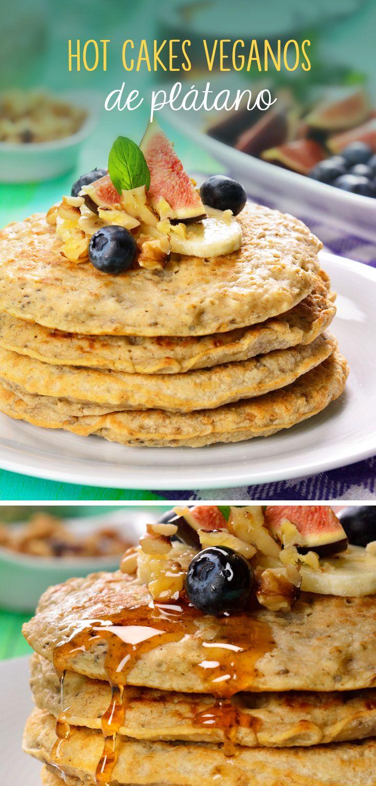Hotcakes veganos de plátano Estos hotcakes sin huevo ni lácteos son perfectos como un desayuno para después del gimnasio o para comenzar tu día. Acompáñalos con miel de agave para darles un mejor sabor. Super Foods, What You Eat, Smoothies, Healthy Food, Vegan Recipes, Good Food, Veggies, Food And Drink, Breakfast
