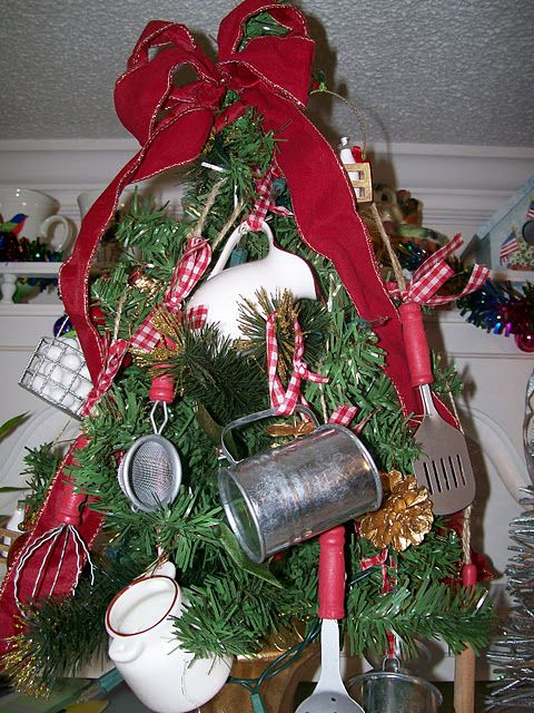 I thought my daughter would like seeing this - Country kitchen Christmas tree