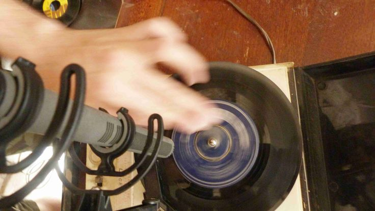 Recording vinyl record scratches for Analog Days sfx library