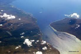 Selat merupakan bagian perairan laut sempit yang berada di antara dua daratan atau memisahkan dua pulau. Beberapa selat di Indonesia antara lain selat sunda, selat karimata, dan selat flores.
