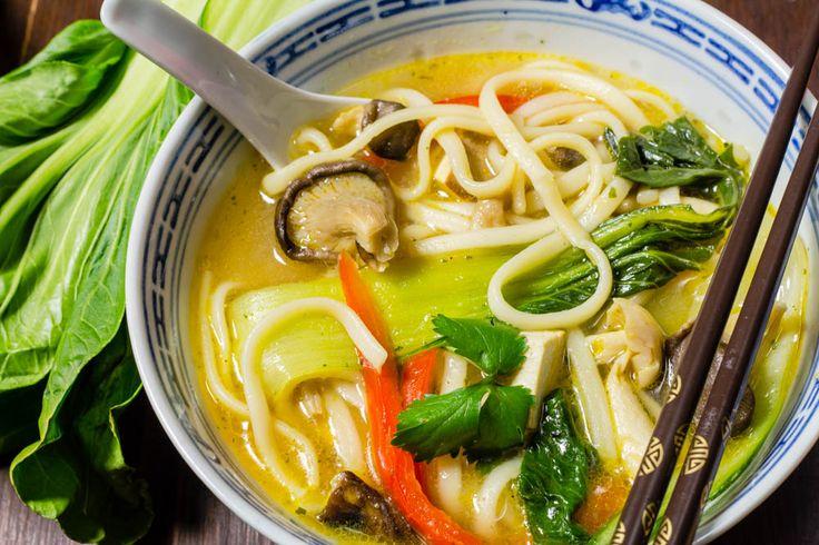 Le Phô est une soupe vietnamiennequi se déguste à toutes heures de la journée. Je pense que comme pour tous les plats populaires,il y a autant de recette