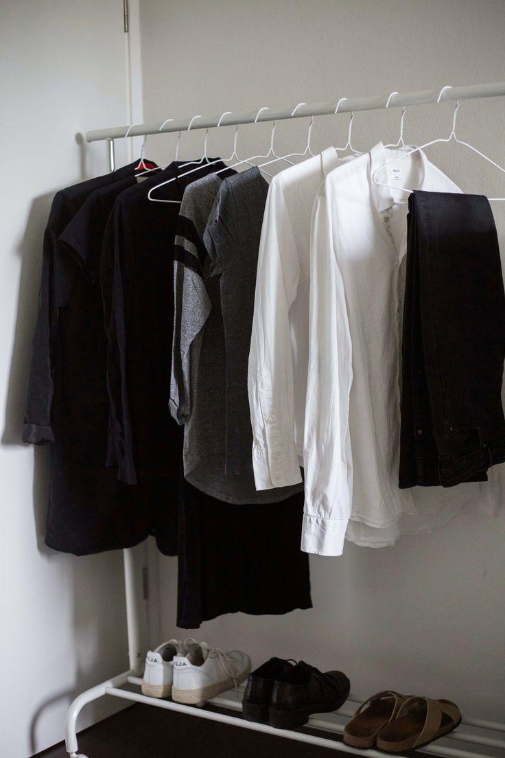 Best 25 minimalismus kleiderschrank ideas on pinterest for Minimalismus im kleiderschrank