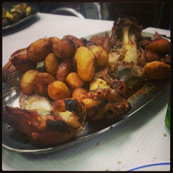 Restaurante O Panças - Buraca : espera-se na rua, gente de todo o lado, boa comida, simpaticos a servir, muito a antiga portuguesa...