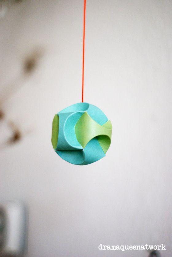 Papierkugeln  paper ornaments , paper balls