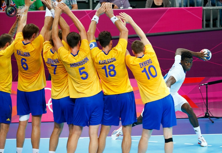 Day 16 - France's Luc Abalo attempts to score past a line of Sweden's players during the men's gold medal handball match during the London 2012 Olympic Games . KAI PFAFFENBACH/REUTERS