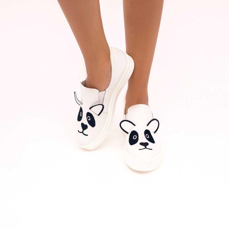 Tenisii de dama Mineli Panda sunt realizați din piele naturală brodată și completează un look…