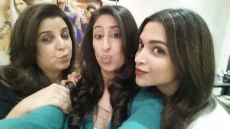 Selfie and kisses with Farah Khan & Deepika Padukone