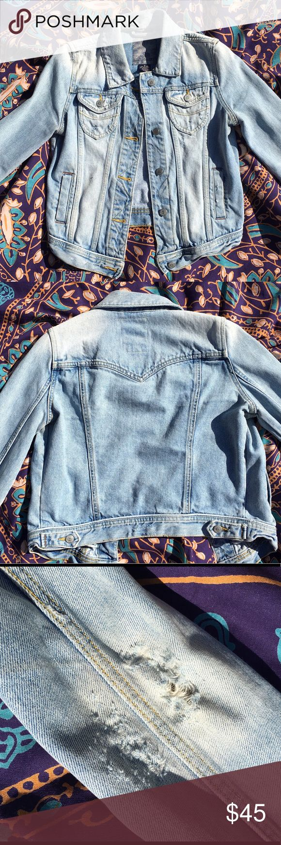 BB Dakota Worn Denim Jacket M Perfectly distressed light-wash denim jacket! BB Dakota Jackets & Coats
