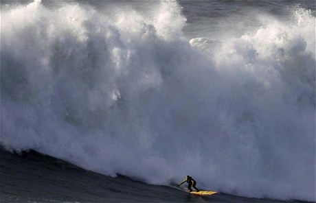 Man tackles 'highest wave ever surfed' - via The Telegraph, 30.01.2013 | The veteran surfer Garrett McNamara looks likely to have broken the world record for the highest wave ever ridden. The Hawaiian caught the wave off the coast of Nazaré in Portugal on Monday (January 28). It was reportedly 100ft high (30.48m), although that is subject to verification. If the record is confirmed, he will beat his own world record of 23.77 metres, which he registered in 2011...