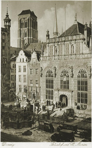 Dwór Artusa i wieża Kościoła Mariackiego / Artus #Court and St. Mary Church's tower