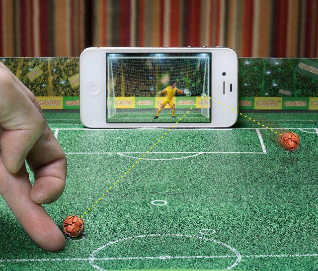 Giraffas cria game de futebol para celulares a partir do papel de bandeja - Notícias - Marketing - Administradores.com