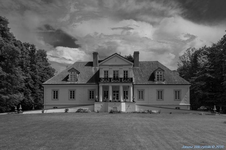 MELTING POT OF CULTURES / NA STYKU KULTUR: Romanów, the family estate of the…