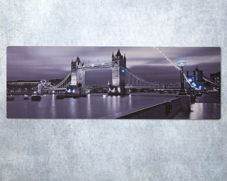 LED London Canvas £18  Fabulous black and white canvas depicting Tower Bridge at night. 8 LED lights can be turned off or on for added effect. Requires 2x AA batteries (not supplied). Size H30 x W90cm  Code: 786772  Kleeneze KLife Home