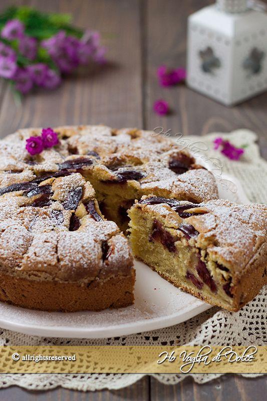 Torta di prugne soffice, una ricetta facile e veloce preparato con prugne fresche. Un dolce per la colazione e la merenda morbido, goloso e genuino.