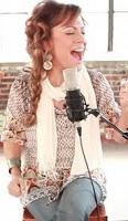Quiero vivir cerca de ti  que sea real el cielo en mi  quiero escuchar los ángeles cantar a una voz  aleluya, santo santo Dios poderoso  El gran Yo soy, tu eres digno  no hay otro poderoso el gran Yo soy   quiero estar cerca de tu corazón  amar tu palabra escuchar tu voz  y ver huesos secos con vida otra vez cantar a una voz  aleluya, santo santo Dios poderoso  El gran Yo soy tu eres digno  no hay otro poderoso el gran Yo soy