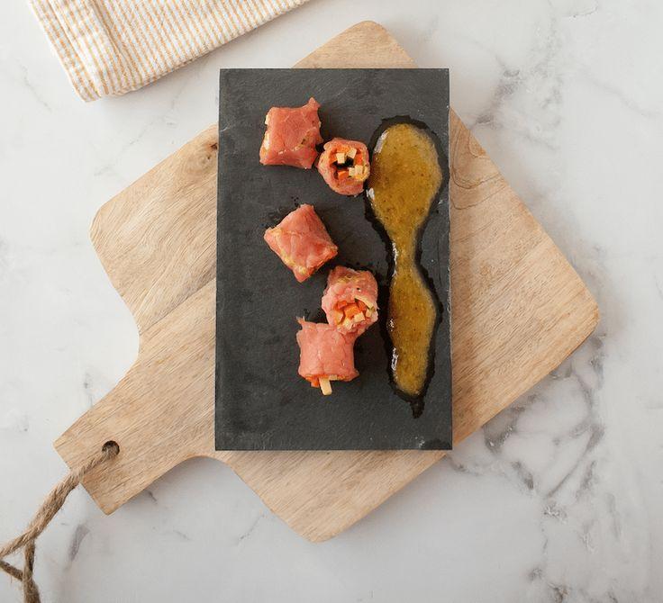 Ontdekt het recept van foodblogster Myriam Minne (Hap & Tap). Snijd de Pavé à la Leffe® Bruin, de pijpajuin en wortel in julienne (dunne staafjes) van 7 cm.