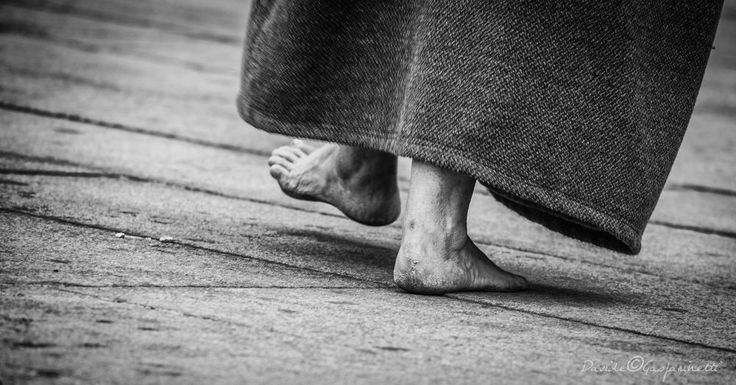 walking... by Davide Gasparinetti